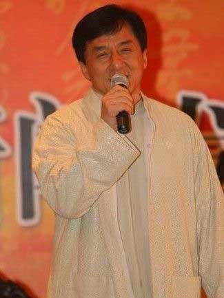 """成龙雕像坐落四川雅安 获""""荣誉市民""""称号资讯生活"""